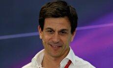 'Mercedes' vadītājs Volfs labprāt nozāģētu 'Halo' sistēmu