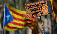 Spānija aicina Kataloniju apspriest parlamentā savus neatkarības centienus
