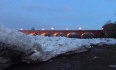 Video: Milzu ledus blāķi rada iespaidīgu ainu Ventā