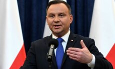 Duda izsludina likumu, kas paredz cietumu 'poļu nāves nometņu' pieminētājiem