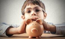 Četri vienkārši veidi, kā iemācīt bērnam atbildīgi rīkoties ar naudu