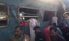 Divu vilcienu sadursmē Ēģiptē vismaz 41 mirušais