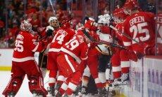 Video: 'Red Wings' un 'Flames' sarīko sen neredzētu hokeja kautiņu