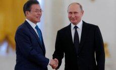 Putins uz ekonomikas samitu aicina abu Koreju līderus