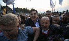 Saakašvili cauri slēgtajam robežpunktam ielaužas Ukrainā
