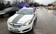 Uz Jelgavas apvedceļa no avarējušas kravas mašīnas atbrīvots vadītājs