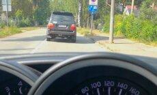 Video: Elbakjana 'Toyota' atkal iemūžināta satiksmes noteikumu pārkāpumos