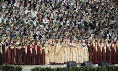Опрос: 91% латвийцев против того, чтобы политики получили бесплатные билеты на Праздник песни
