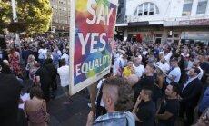 Austrālieši pasta balsojumā atbalsta viendzimuma laulību legalizāciju