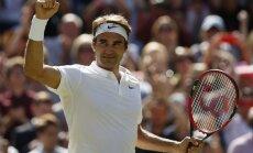 Federers fantastiski atspēlējas un labo kārtējos tenisa rekordus