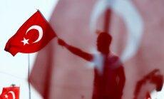 Turcijā kārtējā 'tīrīšanu' vilnī atlaisti tūkstošiem cilvēku
