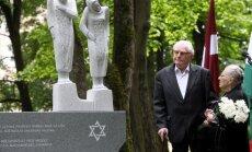 Foto: Rīgā atklāj Ungārijas ebreju sieviešu piemiņai veltītu pieminekli