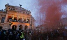Protestētāji plosās Frankfurtē; sadursmēs ievainoti 14 policisti un 21 protestētājs
