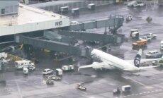 ASV lidmašīna veic ārkārtas nosēšanos kravas telpā aizmiguša krāvēja dēļ