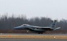 Virdžīnijā avarē iznīcinātājs; pilota liktenis nav zināms