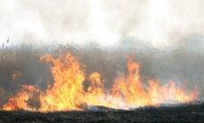 Brīvdienās dzēsti 15 kūlas ugunsgrēki