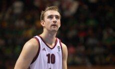 Latvijas vīriešu basketbola izlase ar zaudējumu pret Itāliju sāk pārbaudes spēļu turnīru Polijā
