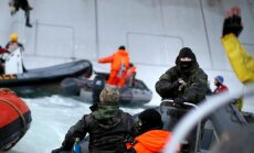 Krievija 'Greenpeace' aktīvistus apsūdz pirātismā