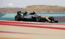 Bahreinas 'Grand Prix' brīvajos treniņos ātrākie 'Mercedes' un Batons