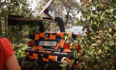 Ķekavā avarē pamatīgi 'notūningots' auto; vadītājs izplūcas ar aculiecinieku