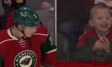 Video: NHL hokejists ļoti iepriecina mazu līdzjutēju