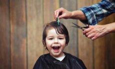Ieteikumi, kā veiksmīgi pārdzīvot bērna pirmo friziera apmeklējumu