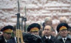 'GAZ par Putinu': Kremļa saimnieks autorūpnīcā paziņo par kandidēšanu vēlēšanās