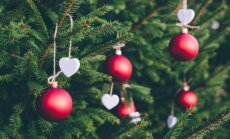 Kurpju mešana un rieksta meklēšana: dažādu valstu jocīgākās Ziemassvētku tradīcijas