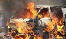 Degušas automašīnas un ēdiens – kopā 17 ugunsgrēki