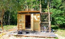 "ФОТО: Как будка строителей на колесах превратилась в ""глемпинг"" с видом на Турайдский замок"