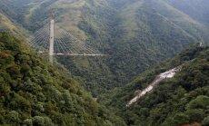 Video: Kolumbijā sabrūk vanšu tilts; gājuši bojā desmit celtnieki