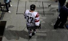 Māris Jass savu hokeja karjeru turpinās Čehijā