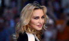 58 gadus vecā Madonna kārdina ar kailfoto