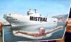Francija 14. novembrī nodos Krievijai pirmo 'Mistral' kuģi, norāda Rogozins