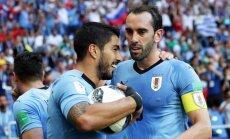Suaress ar vārtu guvumu savā 100. spēlē izlasē nodrošina Urugvajai vietu astotdaļfinālā
