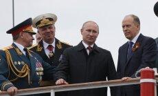 Putins ieradies Krimā uz 'uzvaras dienas' svinībām un izpelnās asus Kijevas protestus