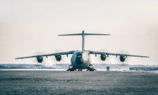 Foto: Rīgas lidostā nosēžas Spānijas bruņoto spēku lidmašīna 'Atlas'