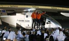 'Solar Impulse 2' pabeidz lidojumu apkārt pasaulei, nolaižoties Abū Dabī