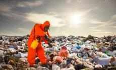 Jaunas drēbes – atkritumos? Kā Latvijai nenoslīkt nenovalkāto apģērbu kalnos