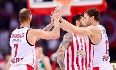 Strēlnieks ar astoņiem punktiem palīdz 'Olympiakos' Eirolīgas 'play-off' mačā uzvarēt 'Žalgiri'