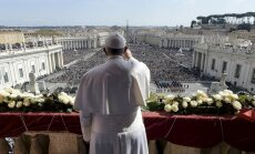 Папа на пасхальной мессе призвал закончить войны и помочь беженцам