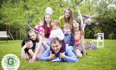 Kļavnieku ģimene: darām visu, lai mūsu sešiem bērniem nekā netrūktu