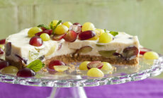 Svaigā siera kūka ar vīnogām