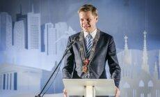 Viļņas mērs noraida Krievijas vēstnieka dāvināto degvīna 'Putinka' pudeli