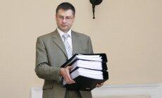 'Laimē jābūt piesardzīgiem', ziņojot par valsts budžetu, uzsver Dombrovskis