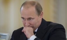 Putina pārstāvis aicina 'apklust' žurnālistus, kas baumo par prezidenta saslimšanu ar vēzi