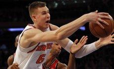 Porziņģis izvairās no nopietna savainojuma; 'Knicks' pārtrauc trīs zaudējumu sēriju