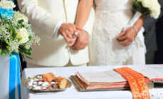 Сейм неожиданно отклонил идею регистрации брака у нотариуса