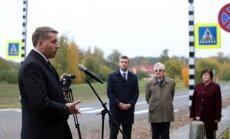 Foto: Atklāj atjaunoto autoceļu līdz Rundāles pilij