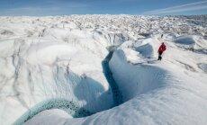 Vieni uz ledāja: Latvijas polārpētnieki slēpj pārtiku no lapsām un dzīvo ekstrēmos apstākļos